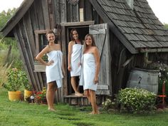 Dan Pauly, artisan and owner of Minnesota-based company The Rustic Way, builds the loveliest tiny cabins imaginable/ Building A Sauna, Natural Building, Outdoor Sauna, Outdoor Baths, Small Log Cabin, Tiny Cabins, Rustic Saunas, Piscina Spa, Diy Sauna