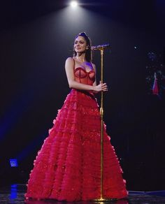 Tini durante seu show no Luna Park em Buenos Aires . Violetta Outfits, Wallpaper Collage, Star Wars Outfit, The Danish Girl, Cute Couple Pictures, Stage Outfits, Couture Dresses, Dress Collection, Homecoming Dresses