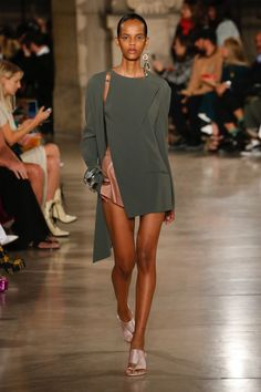 Esteban Cortazar's Endless Summer Haute Couture Style, Couture Mode, Couture Fashion, Runway Fashion, Daily Fashion, Fashion Week, High Fashion, Fashion Show, Fashion Outfits