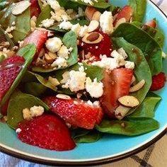 Salade balsamique aux fraises et aux noix