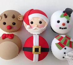 Cutest Christmas cupcakes I've seen! Christmas Deserts, Christmas Goodies, Holiday Fun, Christmas Holidays, Festive, Holiday Cupcakes, Xmax, Fondant Decorations, Fondant Toppers