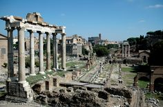 View across the Roman Forum, Rome, Lazio, Italy, Europe Beautiful Sites, Beautiful World, Rome Antique, Roman Forum, Italy Holidays, Castle Ruins, Ancient Rome, End Of The World, Paris Skyline