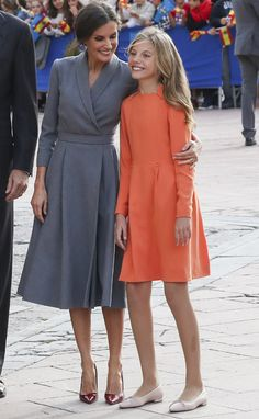 17 October 2019 - King Felipe VI, Queen Letizia, Crown Princess Leonor and Infanta Sofía arrive in Oviedo to attend the events held on the occasion of the 2019 Princess of Asturias Awards Ceremony Fall Fashion Outfits, Mode Outfits, Work Fashion, Fashion 2020, Fashion Show, Fashion Dresses, Womens Fashion, Looks Kate Middleton, Queen Letizia