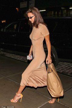 Gigi Hadid makes a kind of explanation in the shiny pink jumpsuit # fashiondesign . - Gigi Hadid makes a kind of explanation in the shiny pink jumpsuit # fashiondesign - Fashion Week, Look Fashion, Fashion Beauty, Fashion Outfits, Fashion Design, Ladies Fashion, Heels Outfits, Street Fashion, Fashion Trends