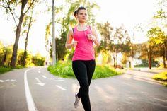 Cómo caminar para adelgazar rápido. Andar es uno de los mejores ejercicios para perder peso. Los múltiples beneficios de esta actividad la han convertido en un sustituto excelente para todas aquellas duras sesiones de gimnasio, además d...