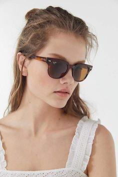 Ray-Ban meteor sunglasses - brown at urban outfitters Ray Ban Polarized, Polarized Sunglasses, Lunette Ray Ban, Jimmy Choo Shoes, Ray Ban Sunglasses, Trending Sunglasses, Sunglasses Women, Ray Bans, Hair