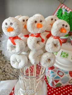 Christmas Party Ideas - Donut Snowman, Snowmen Donuts, Snowman Christmas Play Date Christmas Pajama Party, Christmas Birthday Party, Christmas Snacks, Christmas Brunch, Christmas Appetizers, Christmas Breakfast, Christmas Morning, Christmas Goodies, Christmas Snowman