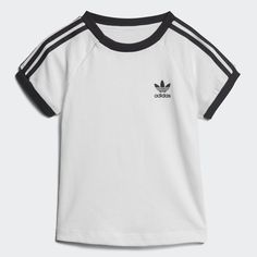 Big and bold style made just for your youngest trendsetter. This infants' t-shirt has a sporty look rooted in classic men's designs. Made with soft cotton jersey, it boasts 3-Stripes down each sleeve and a Trefoil logo on the front. Ribbing at the collar and cuffs gives it a retro finish.