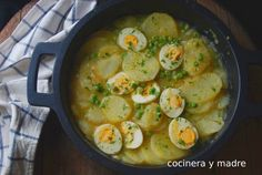 Patatas con huevos en salsa verde - Cocinera y Madre Salsa Verde, Sin Gluten, Thai Red Curry, Real Food Recipes, Shrimp, Food And Drink, Pizza, Soup, Chicken