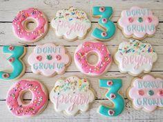 Donut Birthday Parties, Donut Party, Birthday Cookies, 1st Birthday Girls, Birthday Party Themes, Birthday Ideas, Happy Birthday, Grown Up Parties, Candy Apples