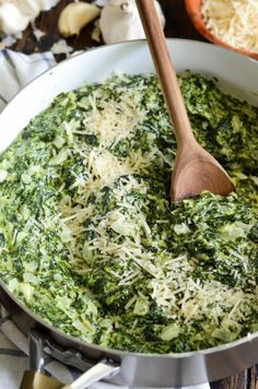 The Best Creamed Spinach: my favorite steakhouse style, extra creamy, creamed spinach takes only 20 minutes to make and is a tried and true family favorite! This truly is The Best Creamed Spinach recipe, ever. Low Carb Side Dishes, Side Dish Recipes, Vegetable Recipes, Vegetarian Recipes, Cooking Recipes, Healthy Recipes, Keto Recipes, Cream Recipes, Quiche Recipes