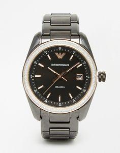 Armbanduhr von Emporio Armani Armband und Gehäuse aus Keramik drei Zeiger Datumsanzeige auf der 3-Uhr-Position Verschiedene Stundenmarkierungen Faltschließe 5 atm wasserdicht bis 50 Meter (160 Fuß)