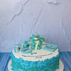 торт карамельный медовик, украшен молочной мастикой