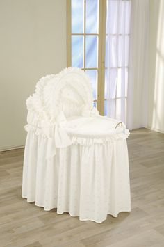 Leipold Wicker Crib with Hood - Damaris