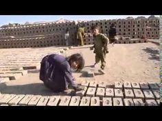 Vídeo real de niños esclavos haciendo y transportando ladrillos
