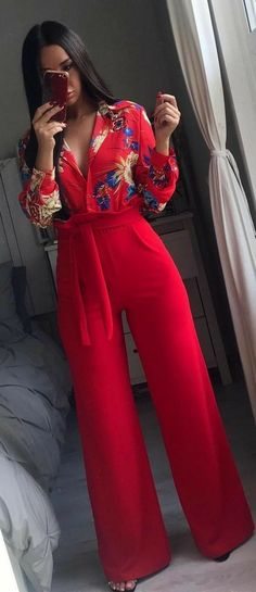 Red outfit with wide legged pants Classy Outfits, Chic Outfits, Fall Outfits, Summer Outfits, Fashion Outfits, Womens Fashion, Fashion Trends, Trending Fashion, Fashion Pants