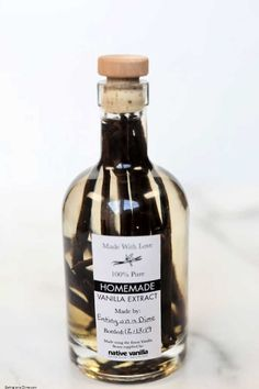 How to Make Vanilla Extract at Home - Homemade Vanilla Extract Recipe Vanilla Extract Recipe, Vanilla Flavoring, Whiskey Recipes, Best Alcohol, Bottle Packaging, Homemade Ice Cream, 2 Ingredients, Glass Containers, It's Easy