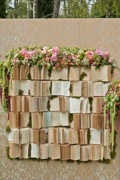 Não faltarão ideias para decorar seu casamento com livros: tendência vintage e super atual Image: 14