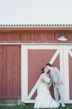 Navy and Pink Valley at Frutig Farms outdoor barn wedding by Kari Dawson Photography
