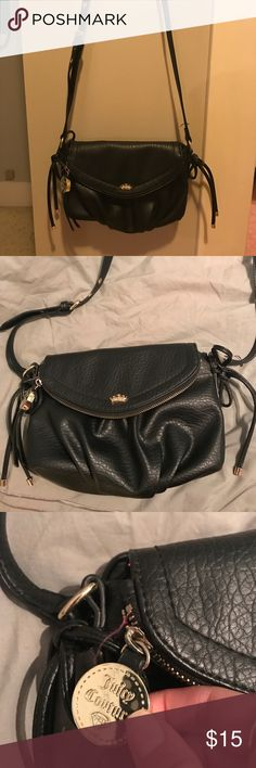 Juicy Couture black purse EUC juicy couture small black purse with gold accents. Only carried a handful of times. A few loose threads but no other flaws. Strap is adjustable. Feel free to ask questions! Juicy Couture Bags Crossbody Bags