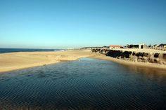 Praia de Francelos - Vila N. Gaia, com comboios regionais e perto da A29 e A44. Servida pelo passadiço Espinho-Gaia. A sul, o Senhor da Pedra, em Miramar