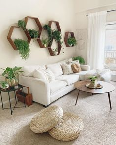 Find out Where to Buy Every Single Thing in This Plant-Filled Bohemian Living Room &; Jeder von uns h&; Find out Where to Buy Every Single Thing in This Plant-Filled Bohemian Living Room &; Jeder von uns h&; Boho Living Room, Living Room Chairs, Living Room Interior, Dining Room, Simple Living Room Decor, Living Room Decor With Plants, Living Room With Carpet, Living Room Decorations, Living Room Wall Designs