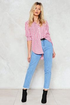 Throw it down. The Bottoms Up Jeans come in medium wash denim and feature a high-waisted silhouette, zip fly closure, 5-pocket design, and raw hem.
