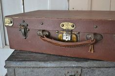 Oud koffertje (Old brief case) www.blossombrocante.nl