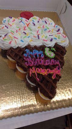 Ice cream cone shaped cupcake cake