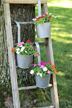 14 Marvelous Ideas For Using Old Ladder In Your Garden ladder Diy Planters Outdoor, Galvanized Planters, Galvanized Decor, Garden Planters, Outdoor Gardens, Planter Ideas, Outdoor Plant Stands, Diy Planter Stand, Long Planter