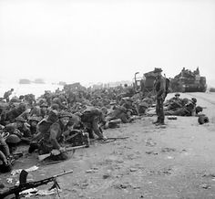 [Photo] British troops crouching down on Sword Beach, Normandy, France, 6 Jun 1944 Battle Of Normandy, D Day Normandy, Normandy Invasion, Normandy Beach, Normandy France, D Day Landings, British Soldier, British Army, History Online