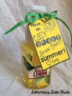 Sommer& Lion Pride: End of Year Teacher Gift Labels {FREEBIE} Have an easy peasy lemon squeezy . Simple Gifts, Easy Gifts, Homemade Gifts, Homemade Teacher Gifts, Homemade Food, Creative Gifts, School Gifts, Student Gifts, Daycare Gifts