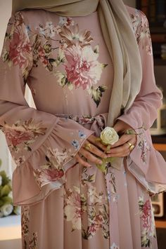 Best Vintage Outfits Part 16 Abaya Fashion, Muslim Fashion, Modest Fashion, Fashion Dresses, Abaya Designs, Simple Dresses, Casual Dresses, Abaya Mode, Hijab Dress Party