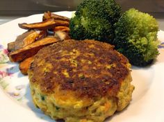 Fish Cakes with carrot This is a simple and quick recipe for fish cakes, with only a few ingredients that you can also alter to your own liking. The recipe below will make about 6 cakes.  400 grams of pollock 2 carrots 4 eggs 3 tbsp coconut flour 1 tsp salt 1 tsp chili flakes fresh parsley coconut oil for cooking