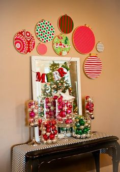 Love the embroidery hoops with fabrics.  Great Christmas, or really any season, decoration. <3