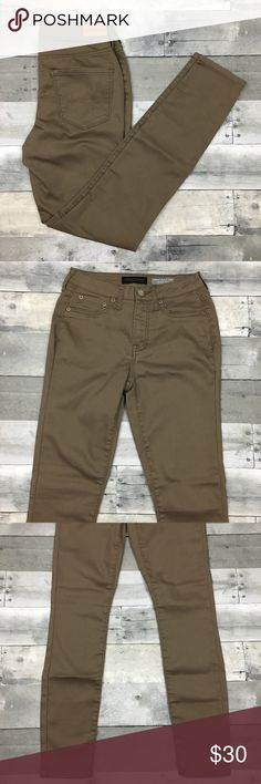 """Aeropostale High Waisted Jeggings NWOT Aeropostale high waisted jeggings. NWOT. Approximate measurements are inseam 28.5"""", back rise 13"""", front rise 9 1/4"""", waist 26"""". Faux front pockets. Aeropostale Pants"""