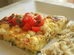 Fritada de abobrinha, cogumelo shitake, manjericão, alho poró, queijo de cabra gratinado e arroz de azeitonas