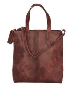 Handtasche FREDRIKSTAD Leder kastanienbraun - Max Leder. Eine gängige Lederhandtasche wie die FREDRIKSTAD Büffelleder Handtasche ist in vielerlei Hinsicht stetig willkommen. Dank dem einen grossen Hauptfach passen auch grössere Gegenstände in die FREDRIKSTAD Damen Handtasche, was sie bei Ihren Trägerinnen in einem ganz besonderen Licht stehen lässt. Fredrikstad, Tote Bag, Bags, Fashion, Golden Brown, Auburn, Leather Bag, Get Tan, Women's