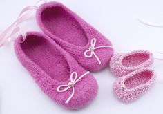 Pantofole all'uncinetto con fiocco