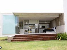 Nem loft e nem container, arquiteto cria casa totalmente integrada em 45m²