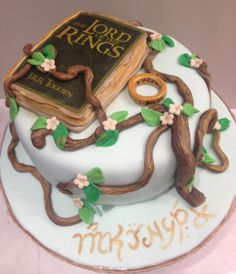 Southern Blue Celebrations: Lord of the Rings / Hobbit Cakes Hobbit Cake, Hobbit Party, Movie Cakes, Ring Cake, Cupcakes, Party Rings, Lord Of The Rings, Lord Rings, Creative Cakes