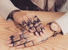 Henna Tattoo Qatar : No idea what to caption this one any ideas henna nudes toms