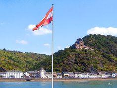 'Sankt Goarshausen und Burg Katz am Rhein' von Dirk h. Wendt bei artflakes.com als Poster oder Kunstdruck $18.03