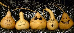 Very clever idea. Take small gourds or pumpkins and paint faces on two sides.happy faces on one side, mean, grumpy or scary faces on the other. You can then turn your gourds so their faces reflect whatever your mood is! Halloween Gourds, Halloween Projects, Easy Halloween, Vintage Halloween, Halloween Face, Hand Painted Gourds, Painted Pumpkins, Fall Harvest Decorations, Halloween Decorations
