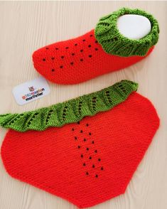🍓🍓Merhabalar🍓🍓 Çok Sevİldİysek O Zam Patikmodelleri - Crochet Slippers Crochet Baby Shoes, Crochet Slippers, Baby Shoes Pattern, Baby Kind, Baby Knitting Patterns, Knitting Socks, Baby Booties, Instagram, Fashion
