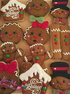 Camping gift ideas [for roadtrip lovers and outdoor freaks] Easy Gingerbread Cookies, Gingerbread Decorations, Christmas Sugar Cookies, Easter Cookies, Christmas Gingerbread, Gingerbread Houses, Fancy Cookies, Iced Cookies, Cute Cookies