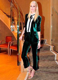 Poppy Delevigne com Conjunto de Veludo Verde