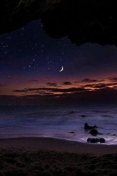 Zdjęcie: DOBRY WIECZÓR...Przy blasku księżyca, przy nocnej ciszy mówię do Ciebie, Ty mnie nie słyszysz. I nawet nie wiesz, że ktoś o tej porze myśli o Tobie, bo spać nie może.  Droga gwiazdami usłana , do snu Ci wskazuje czas. Więc nim ułożysz się wygodnie na gwiazdy spójrz jeszcze raz. Tam jedna gwiazdka na niebie świeci ode mnie dla CIEBIE!!! Miłego snu.Dobranoc!