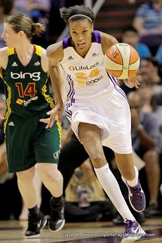 Dawanna Bonner with Katie Smith behind--the only photo they took of Katie and she scored 19 points