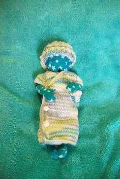 Some Tiny Hugs Kimono, with modification -- I like the tiny feet exposed. #preemie #angelbaby #bereavement**